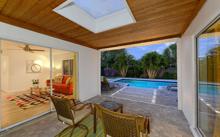 Lovely Family Pool Home just 1 mile to Siesta Key!