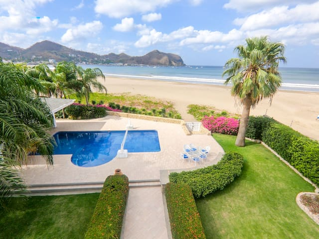 BEACHFRONT Luxury Villa* 20,000 Sq Ft* With Staff