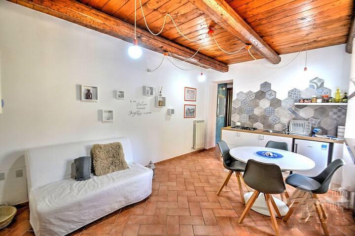 Very chic new apartment near Spoleto center