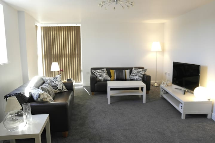 Superb 2 bedroom apartment - prime location - Bracknell - Appartement
