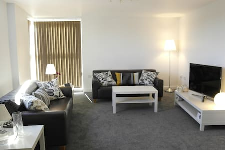 Superb 2 bedroom apartment - prime location - Bracknell