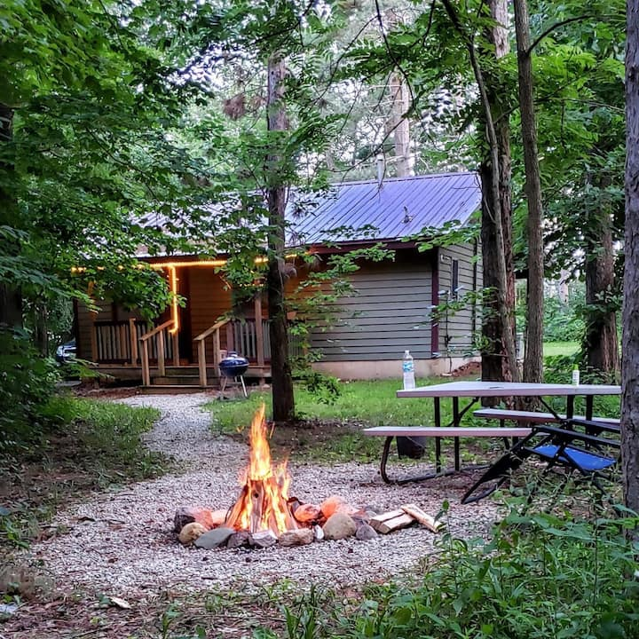 Secluded Cabin Near Starved Rock W/Whirlpool Tub