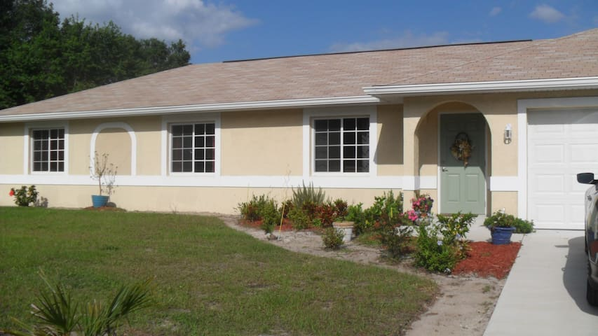 Newer ranch home on quiet street - North Port - Σπίτι