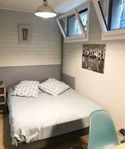 Belle chambre avec salle de bain privée