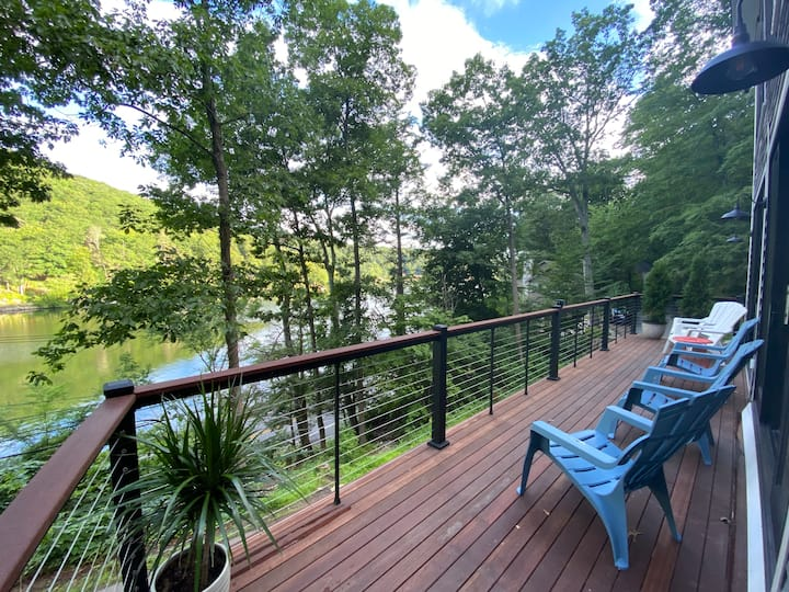 Fabulous Year-Round Retreat on Lake Waramaug