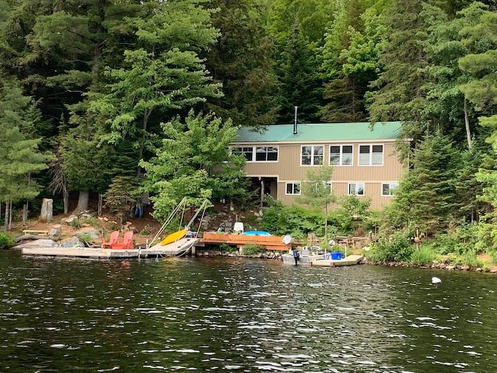 Northern Retreat - Waterfront Cottage on Deer Lake