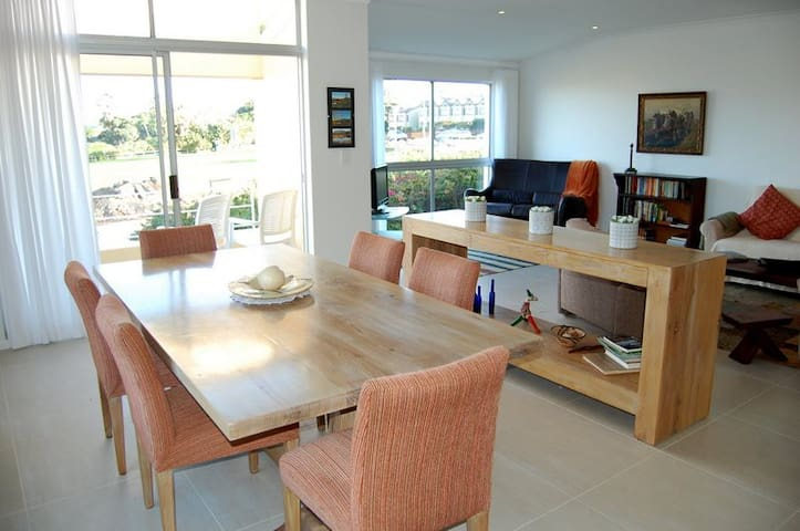 ELEGANT AND SPACIOUS WITH SEA VIEW - Wilderness - Apartment