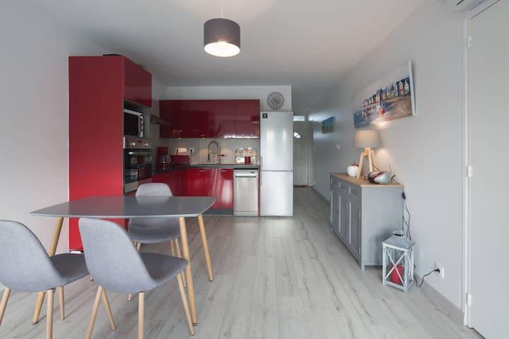 T3 60 m2: Climatisé- Wifi- Parking- Garage Vélos