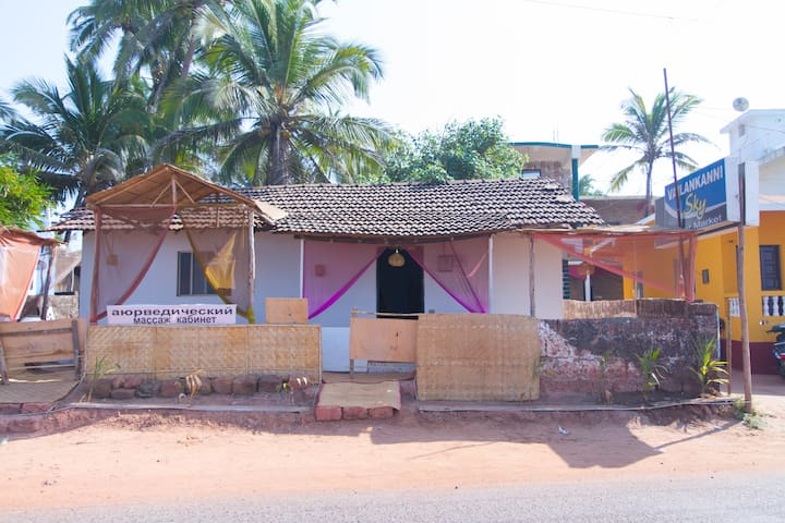 Charming cottage overlooking beach - Goa - Huis