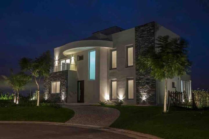 Casa en Puertos del lago / Barrio Vistas por Dic.