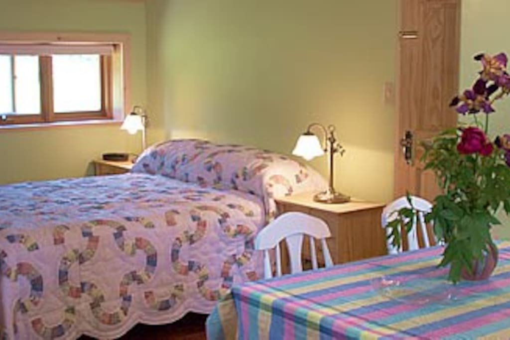 Stargazer room - double bed with single bed upstairs : max. 3 guests.