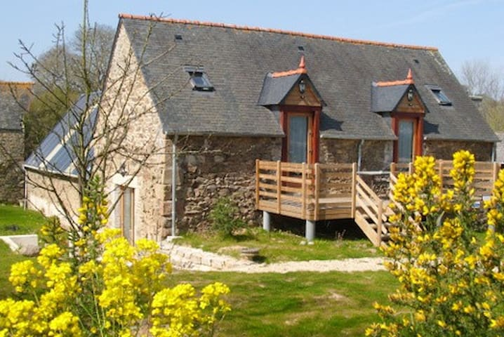 "Bed and Breakfast ""Nero Glas""  - Saint-Quay-Perros - Huis"