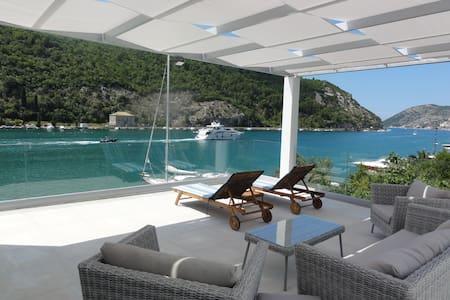 Villa Riva on sea,view, pool, terrace,5 bedrooms