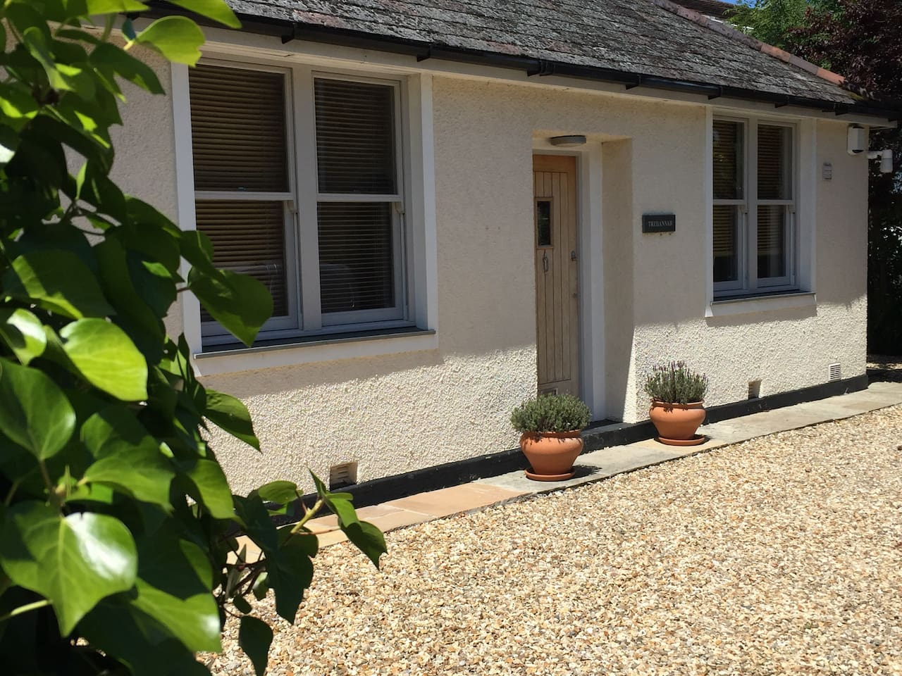 Beautiful cottage with parking space on forecourt