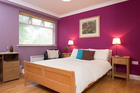 Best of Both: Stroll to City or Sea - Galway - Wohnung