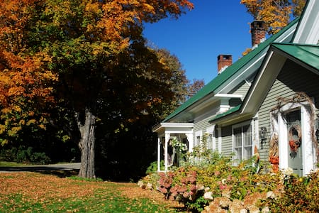 Beautiful 1840's Vermont Farmhouse - Warren