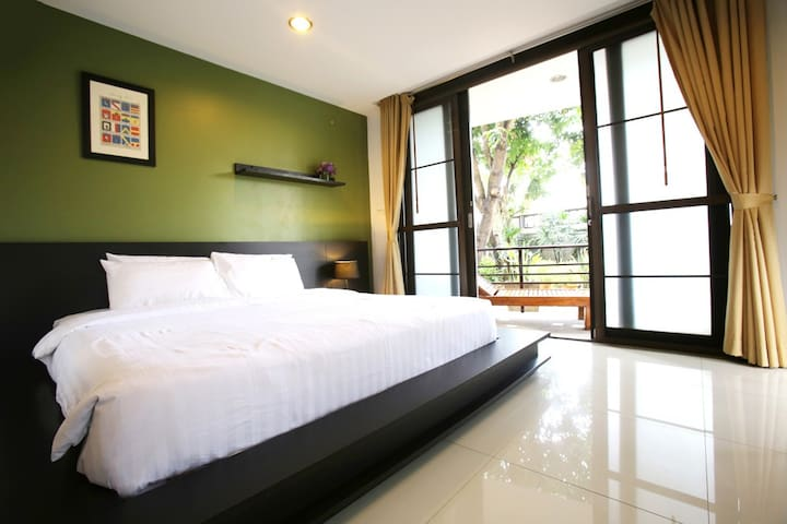 Cozy Quiet Room within City Reach - Chiang Mai - Bed & Breakfast