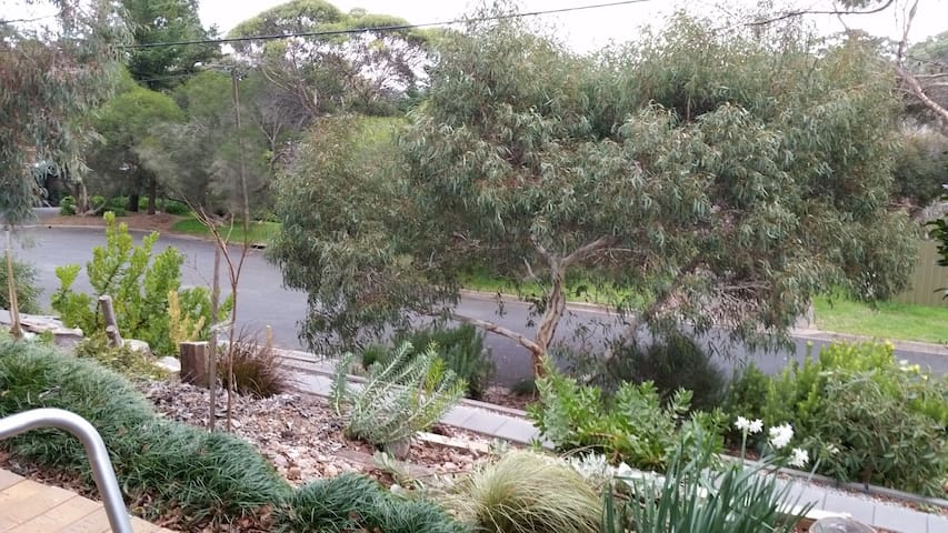 Adelaide Hills home easy access to Beach /wineries