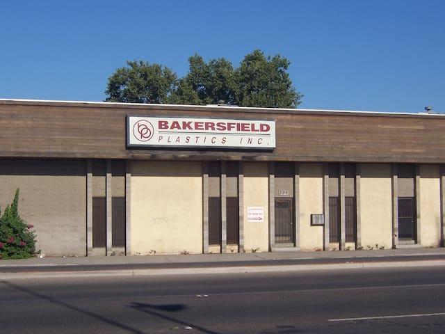 Studio behind factory - Bakersfield - Appartement