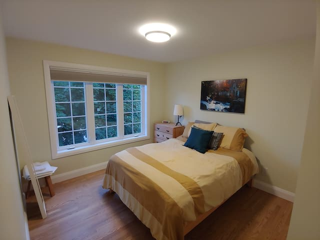 Rooms in shared house/Gatineau Park