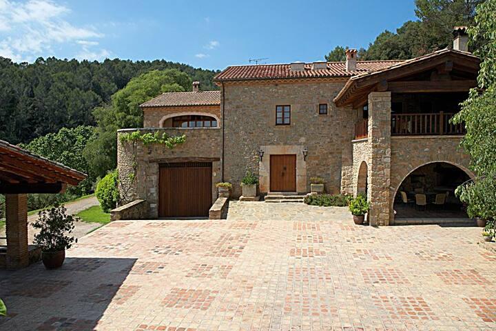 CAN TAPIS, Villa en Girona