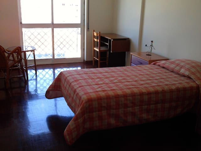 Private Room 14m2- Location, Space & fair price - Corroios - Pis
