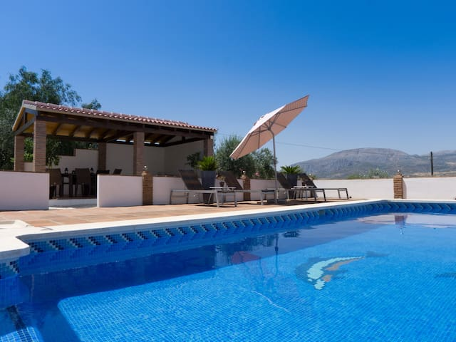 Peaceful B&B, pool & amazing views. El Chorro Room - Álora - Szoba reggelivel