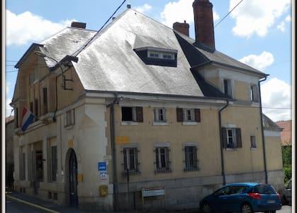 Cozy rooms, B&B, Meuse. € 49,00/PN - Dun-sur-Meuse - Bed & Breakfast