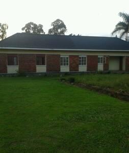 Makamba Road - Entebbe - Domek parterowy