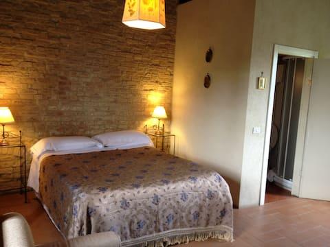 Romantic tuscan tower 2shared pools Siena10 min