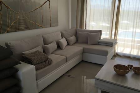 Light, Cozy Penthouse Apartment with Roof Terrace - Lapta