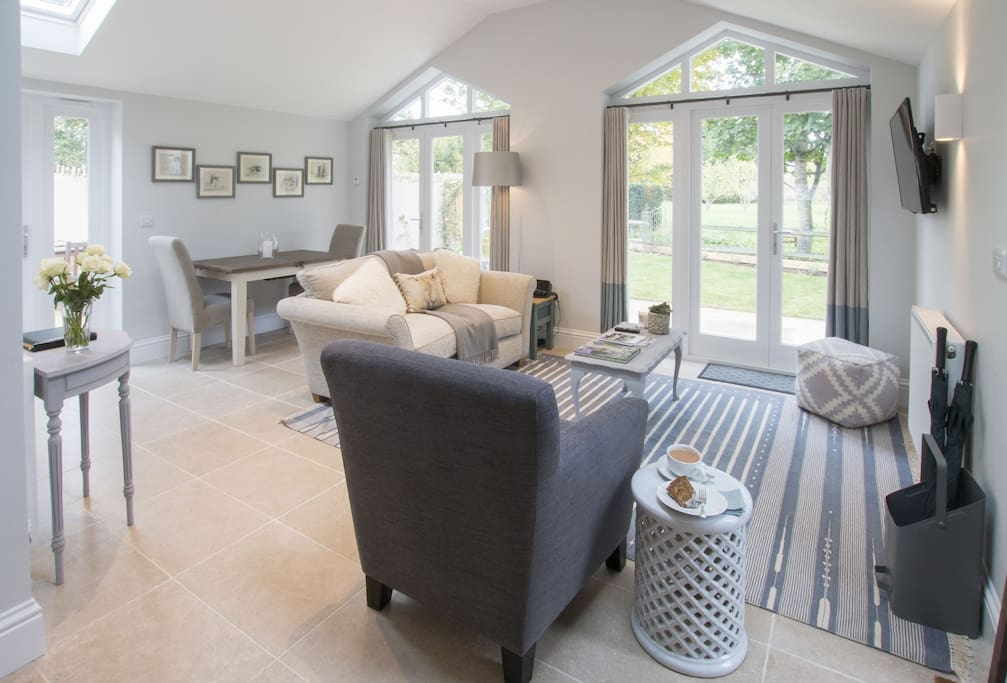 Ground floor:  Sitting room with dining area