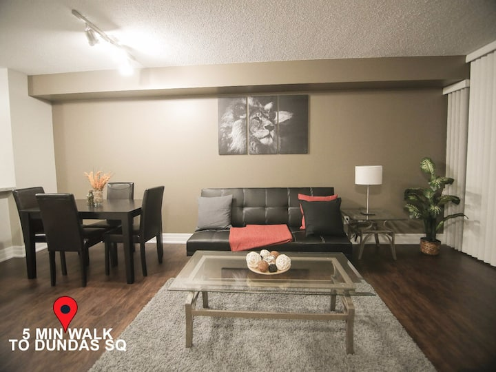 Quiet & Large Downtown Condo right @Eaton Centre!
