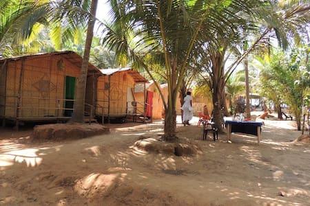 Goa Huts in Best location - ARAMBOL - Arambol - 小屋