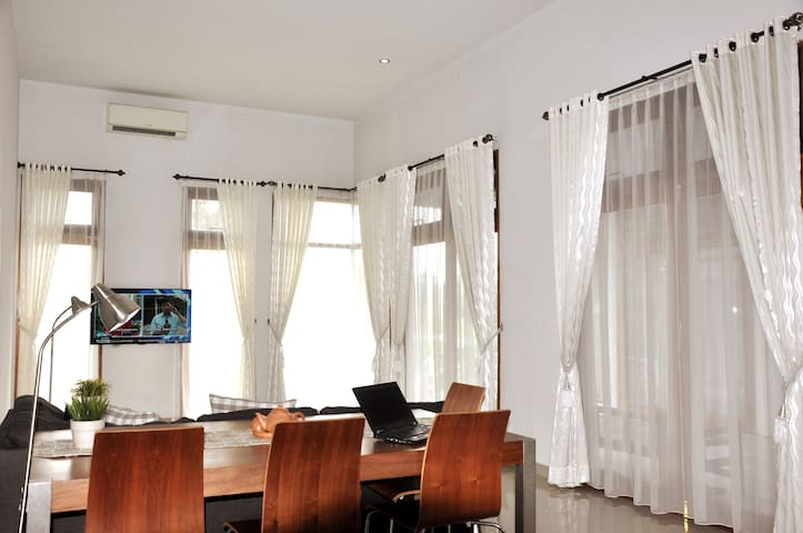 Sadar House - WFH with 100 Mbps WIFI for 9 Guests