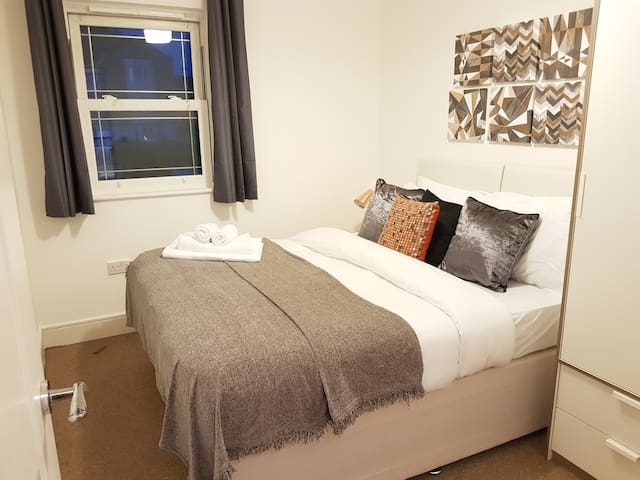 ☆2 Bed apartment, All yours☆ch
