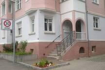 Stadtvilla mit traditioneller Schindelfassade