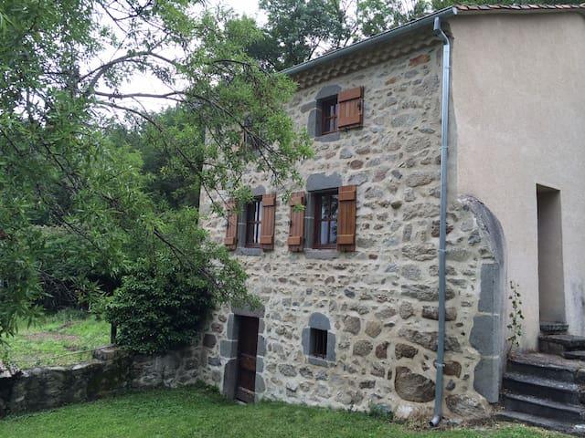 Jolie maison pierres apparentes - Cournols