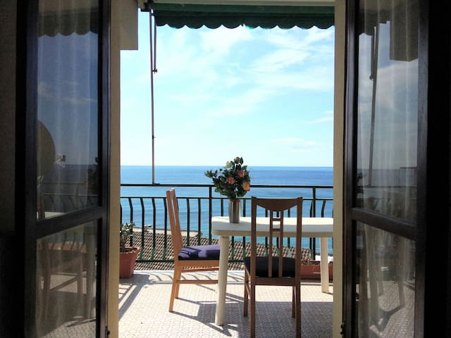 Your terrace by the sea