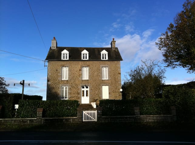 Detached Farmhouse in Normandy Town - Villedieu-les-Poêles - Ev