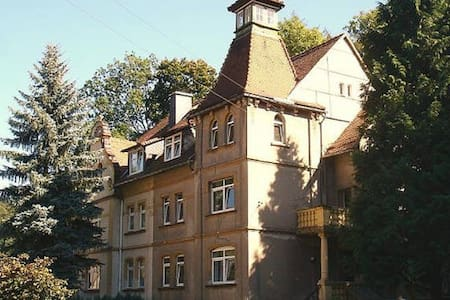 Ferienwohnug 2 in der Turmvilla - Rastenberg - Huoneisto