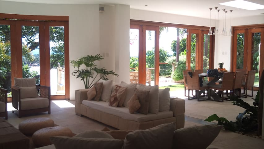 Beautiful 4BR Home Overlooking Sea - Malay - Casa
