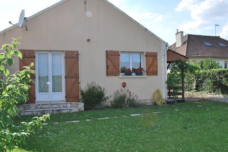 Maison coup de cœur! - Avilly-Saint-Léonard - Rumah