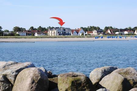 Rügen/  Glowe Fewo direkt am Strand - Glowe