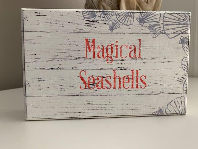 Loft Bedroom - Magical Seashells (2nd floor)