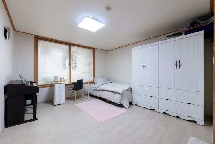 3 People `s room, BATH is inside the room.