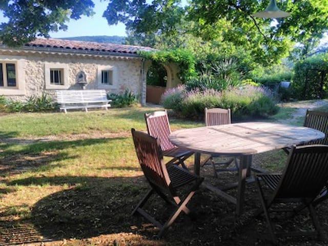 Calme, nature et permaculture en Drôme Provencale.