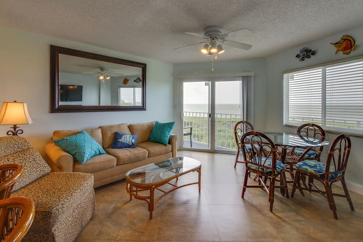 Oceanfront condo w/beach access, shared tennis, pool, etc. - marina available!