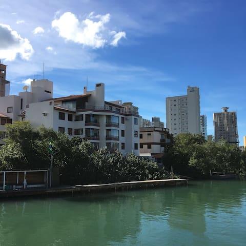 Apartamento completo no melhor da Meia Praia