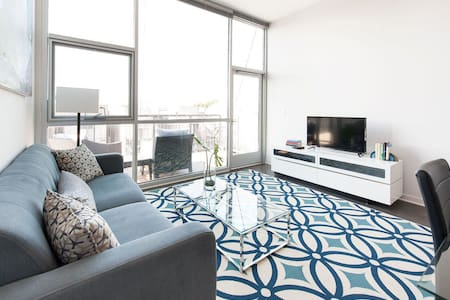2BR w/ Balcony in Lincoln Park - Chicago - Apartment